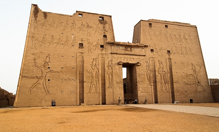 Пилон храма Хора в Эдфу